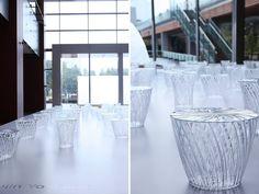 最近在東京Tokyo Midtown展出的「DESIGN TOUCH 2014」,有一系列由日本設計師吉岡德仁為Kartell所設計的家具(矮凳與邊桌),利用透明材質製作,模仿水晶器皿的紋飾和切割手法處理,它能像水晶一樣反射周圍的光線和環境。 在簡約的外型之下,透過細膩地表現「材質」,呈現出閃耀的視覺效果。 吉岡德仁 http://www.tokujin.com/ DESIGN TOUCH 2014 http://www.tokyo-midtown.com/jp/designtouch/2014/
