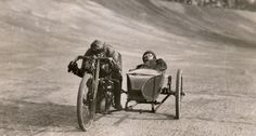 Motorcycle with Sidecar Racing Motos Vintage, Vintage Bikes, Vintage Motorcycles, Vintage Cars, Vintage Photos, Harley Davidson Sportster, Harley Davidson Road Glide, Valentino Rossi, Scooters