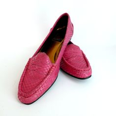 Size 8M Shocking Pink Snakeskin Penny Loafers Vintage 1980s Marc... (2.600 RUB) ❤ liked on Polyvore featuring shoes and loafers