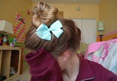 Bow and soft messy bun <3