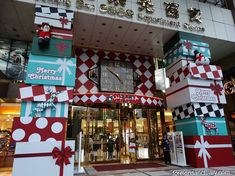 It's Christmas Time in the City: Christmas Displays in Taichung, Taiwan (a Photo Essay) Google Christmas, Christmas Minis, Christmas Design, Christmas Shopping, Christmas Window Display, Christmas Store Displays, Christmas Mini Sessions, Store Window Displays, Christmas Concert
