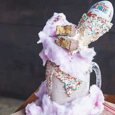 Extreme Milkshakes. Freakshakes. Monster Shakes. Whatever you want to call them, I'm sure we can all agree they're totally over the top and you'd love to try one. It's a trend that started in Australi