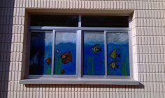 Ventanales pintados por los alumnos de Colegio El Prat.