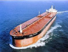 The Longest Ship Ever Built: Pierre Guillaumat a Supertanker Ever Built Merchant Navy, Merchant Marine, Tanker Ship, Great Lakes Ships, Saint Nazaire, Oil Tanker, Speed Boats, Boat Building, Tall Ships