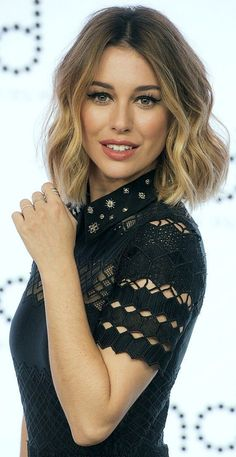 Looking for Celebrity hair color ideas? Then this place is the perfect place for… - Schulterlange Haare Ideen Ash Blonde Hair, Ombre Hair, Dark Hair, Short Blonde, Brunette Ombre, Lob Ombre, Balayage Bob, Hair Color Highlights, Blonde Color