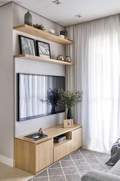 Curtain Voil: What it is, How to Use and Models With Photos, Small, simple room with voile curtain on plaster curtain. Home Room Design, Home Interior Design, Living Room Designs, House Design, Small Living Rooms, Home Living Room, Living Room Decor, Small Apartment Living, Studio Apartment Decorating