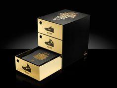 Nike's special packaging to celebrate the release of the #Nike Epic Elite Series footwear. #designpackaging #packaging