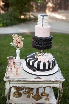 #black & white modern wedding cake... Wedding ideas for brides, grooms, parents & planners ... https://itunes.apple.com/us/app/the-gold-wedding-planner/id498112599?ls=1=8 … plus how to organise an entire wedding ♥ The Gold Wedding Planner iPhone App ♥
