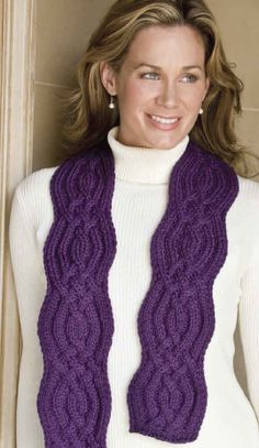 Curvy Scarf. Knitting bee.