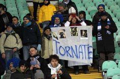 Tifosi particolarmente devoti dallo stadio San Paolo di Napoli
