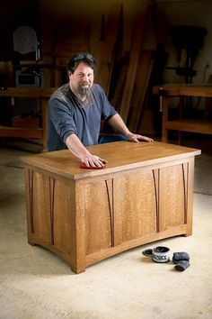 How to Build Arts and Crafts White Oak Blanket Chest - Free Woodworking Plan #artsandcraftsfurniture, #woodworkplans