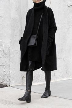 un look total noir,