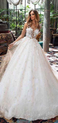 Cap sleeves sweetheart neckline heavy embellishment ball gown wedding dress #weddingdress #bridedress #weddinggown