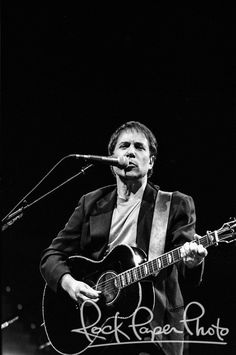 I've been a long time Simon and Garfunkel fan! I shot this one of Paul Simon in 1992. Was one of the best shows I saw that year! If you enjoy this shot, feel free to repin it to your boards. And if you really, really like it, you can get a print for your home at: http://www.rockpaperphoto.com/music/jendrasiak-paul-044-paul-simon.html?___SID=U Paul Jendrasiak #paulsimon #music