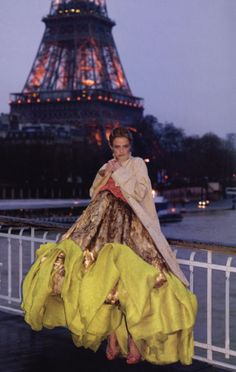 "fuckyeahjohngalliano: "" Christian Dior Spring 2004 Haute Couture Masquerade Magazine: Elle US April 2004 Photographer: Gilles Bensimon Model: Carolyn Murphy "" How to wear Couture for everyday: Dior. Dior Couture, Couture Fashion, Paris Fashion, High Fashion, Carolyn Murphy, Parisienne Chic, Christian Dior, Elle Us, Glamour"