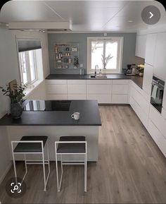 Kitchen Cabinets Decor, Kitchen Room Design, Modern Kitchen Design, Home Decor Kitchen, Interior Design Kitchen, Home Kitchens, Small Modern Kitchens, U Shaped Kitchen, Cuisines Design