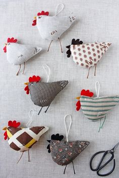 Fabric Birds, Fabric Scraps, Sewing Patterns Free, Free Sewing, Easter Crafts, Christmas Crafts, Sewing Crafts, Sewing Projects, Chicken Pattern