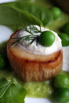 Vegan Scallops with Pea Puree and Watercress by Olives for Dinner Vegan Foods, Vegan Vegetarian, Vegetarian Recipes, Healthy Recipes, Whole Food Recipes, Cooking Recipes, Dinner Recipes, Vegan Main Dishes, Saint Jacques