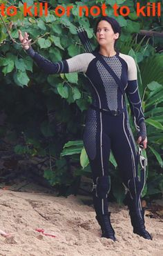 Katniss questions whether to kill Finnick or not  LOL!