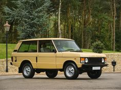 1982 RANGE ROVER 2 Door  Shetland Beige with Tan Velour