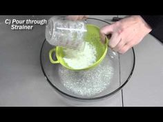 THIS IS CRAZY!- How to turn milk into a hard plastic nearly as strong as stone! All we need for this simple kitchen science experiment is milk, vinegar and a strainer. Kitchen Science, Food Science, Science For Kids, Cool Science Experiments, Science Fair, Science Projects, School Age Activities, Craft Activities For Kids, Crafts For Kids