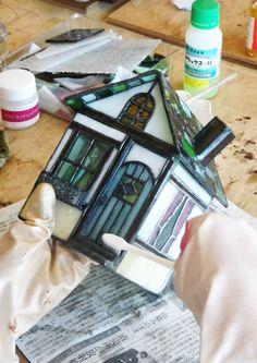 9image Stained Glass Designs, Stained Glass Projects, Stained Glass Patterns, Stained Glass Art, Fused Glass, Glass Building, Glass Terrarium, Glass Boxes, Bottle Art