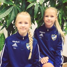 Today we had our first ⚽️game for the season. Can you guess the result?? #twins #sisters #soccer #style #sundays #blondehair #happyness #friends #love #sports