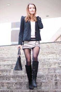 http://www.thefashionrose.com/2015/10/fashion-skirt-like-pants-with-jacquard-print.html The Fashion Rose. Skorts with jacquard print by Bershka. Black boots by Buffalo.