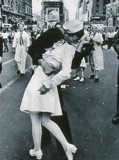 icon Famous famous Designspiration — Documentary Photography by Alfred Eisenstaedt » Creative Photography Blog