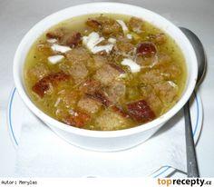 Česneková polévka - sváteční Hovězí bujon česnek sůl majoránka pepř vejce anglická slanina maggi chleba olej