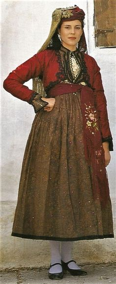 Traditional festive costume from Pelion (Thessaly, northern Central Greece), ca. early 20th century.