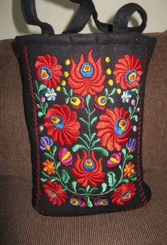 Hand embroidered Hungarian Matyo Kalocsa purse / by RealRomania Embroidery Purse, Chain Stitch Embroidery, Folk Embroidery, Learn Embroidery, Embroidery Stitches, Embroidery Patterns, Stitch Head, Hungarian Embroidery, Embroidery Techniques