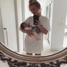 and baby selfie baby goals and mom baby goals and … Baby Momma, Mom And Baby, Baby Love, Baby Kids, Cute Family, Baby Family, Family Goals, Cute Little Baby, Cute Babies