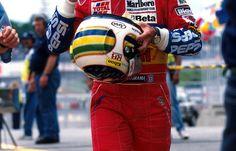 never forgotten Rubens paying his respect 1995 Brasilian Grand Prix, Interlagos Racing Helmets, F1 Racing, Road Racing, Formula One, Jordan, Grand Prix, Race Cars, Motorcycle Jacket, Sports
