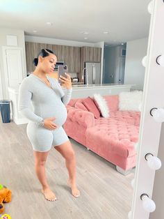 pinterest: @TRUUBEAUTYS💧#pinterestTruubeautys . Cute Pregnancy Pictures, Maternity Pictures, Pregnancy Photos, Cute Maternity Outfits, Stylish Maternity, Maternity Fashion, Pregnancy Goals, Pregnancy Outfits, Baby Momma