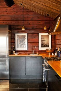 Ideas for Decorating a Family Room with Rustic Cabin Style Cabin Kitchens, Cabin Interiors, Log Cabin Homes, Cabin Design, Cabana, Kitchen Remodel, Kitchen Design, Modern Log Cabins, Rustic Modern Cabin
