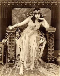 Ruth St Denis as egyptian goddess Isis