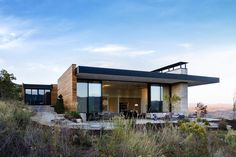 Park City Modern Residence by Sparano + Mooney Architecture. Also featured in Utah Style & Design (Summer and the Wall Street Journal (article by Nancy Keates). Modern Mountain Home, Mountain Living, Mountain Homes, Mountain View, City Architecture, Contemporary Architecture, Contemporary Houses, Park City, House Viewing