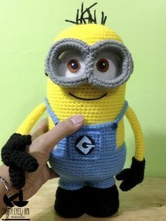Despicable Me Crochet Minion  - free step-by-step pattern