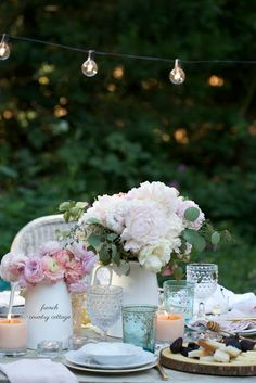 3 tips on how to style a simple summer table - Every year when summer arrives with it's hot sunshine filled days and warm summer nights out under the stars... I start thinkin...