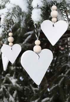 Most current Snap Shots simple clay ornaments Concepts White Christmas Tree Ornaments White Christmas Ornaments, Christmas Hearts, Noel Christmas, Winter Christmas, Christmas Gifts, Christmas Mantles, Christmas Villages, Victorian Christmas, Simple Christmas