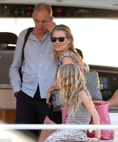 Kate Moss carrying the Goyard St.Louis Carryall. LOVE IT! :)