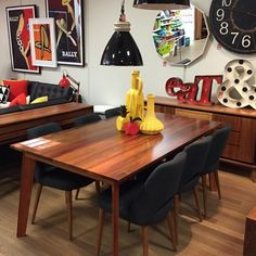 The Australian made Carson dining table is one of our favourites from our OZ Arthouse collection. We are sure you would agree it has been styled to perfection at our DFO Essendon store in Melbourne @ozdesignfurniture #ozdesign #ozdesignfurniture #carsondiningtable #australianmade #diningtable #diningroom #timber #arthouse #retro #dfoessendon #essendon #melbourne #pendants #interiors #houserules #renorumble #home #interiorstyling #style #L4L #interiordesign #design #FF #home