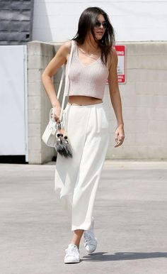 Hacks to Steal From the Best Model Off-Duty Moments Kendall Jenner chose to wear a pair of crisp culottes with her pink crop top while out in LA.Kendall Jenner chose to wear a pair of crisp culottes with her pink crop top while out in LA. Street Style Outfits, Looks Street Style, Mode Outfits, Fashion Outfits, Style Fashion, Sneakers Fashion, Trendy Fashion, Fashion Killa, Culottes Street Style