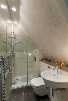 Genius Attic Bathroom Design Ideas (10)