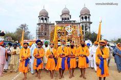Massive Nagar Kirtan drenches Cheema Sahib in kesari during on 149th Birth Anniversary of Sant Attar Singh Ji Mastuane Wale!