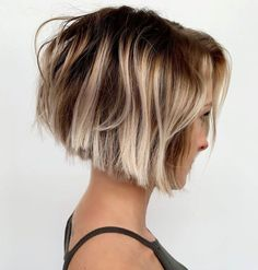 50 Blunt Cuts and Blunt Bobs That Are Dominating in 2020 - Hair Adviser Short Hairstyles For Thick Hair, Medium Bob Hairstyles, Haircut For Thick Hair, Short Bob Haircuts, Short Hair Cuts, Cool Hairstyles, Pixie Bob Haircut, Bobs For Thick Hair, Modern Haircuts