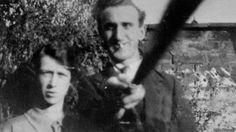 """¿Esta foto de 1925 es la primera tomada con """"selfie stick""""?"""