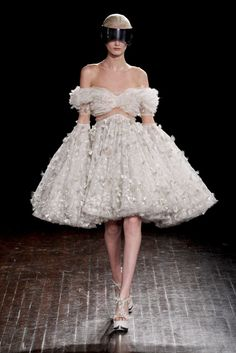Sarah Burton for Alexander McQueen. I don't like this per se but there's something elusive about it.. her sleeves are extensions of the skirt.. from a distance, she is all silhouette, all body. Interesting.