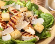 The Big Diabetes Lie- Recipes-Diet - Salade caesar au poulet et au parmesan : www.fourchette-et. Doctors at the International Council for Truth in Medicine are revealing the truth about diabetes that has been suppressed for over 21 years. Ceasar Salad, Chicken Caesar Salad, Salad Dressing Recipes, Salad Recipes, Healthy Recipes, Beet Salad With Feta, Recetas Puertorriqueñas, Asian Chicken Salads, Goat Cheese Salad